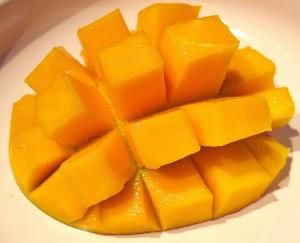 Mango-cortar-300x243 Ceviche de Pescado y Mango - Receta de Ceviche